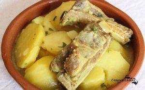 Frito de costilla de cerdo con patatas guisadas