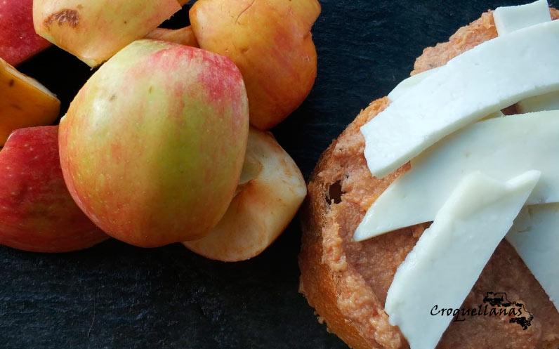 Tostada de paté de jamón con foie y queso tierno