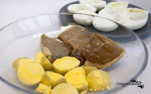 Receta huevos rellenos con frito de lomo desmigado